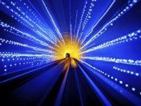 Oamenii nemuritori au un corp fizic care se mişcă în altă dimensiune, cu o viteză asemănătoare vitezei luminii?