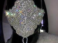 Un chinez a oferit 1,5 de milioane de dolari pe o mască COVID cu diamante şi aur! A înnebunit lumea?