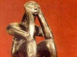 """Secretul numărului pi ascuns în statueta """"Gânditorul de la Hamangia""""? Acest artefact ar trebui să ne reprezinte planeta în cazul întâlnirii cu o civilizaţie extraterestră..."""