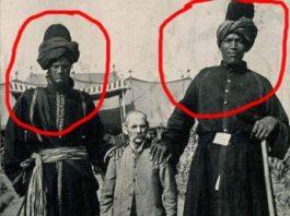 """Doi giganţi din Caşmir, de circa 2 metri şi jumătate, fotografiaţi la începutul secolului XX. Se afla în Caşmir o """"regiune a uriaşilor""""?"""