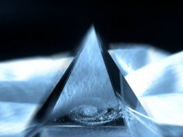 """Există un cristal imens ascuns în pământ şi care poate """"energiza"""" Marea piramidă egipteană?"""