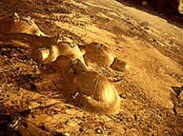 Nava spaţială Apollo 13 a încercat detonarea unei bombe atomice pe Lună, dar a fost împiedicată de o rază misterioasă cu impuls magnetic?
