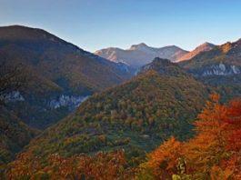Muntele Domogled - un munte misterios din România, ce-ţi dă impresia că te afli în ţinuturi orientale