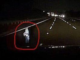 Ceva misterios îi apăru din întuneric unui şofer din Australia! Videoclipul său a făcut senzaţie pe Internet, pentru că nu se ştie despre ce e vorba...