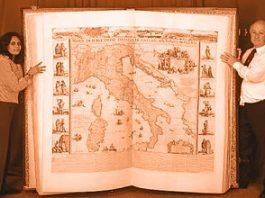 De ce există cărţi gigantice în întreaga lume? Iar vor să ne păcălească?