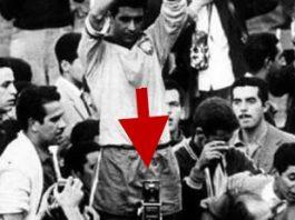 """În 1962, la finala Campionatului Mondial de Fotbal, cineva """"din viitor"""" făcea fotografii cu telefonul mobil, care încă nu se inventase!? Misterul unei imagini..."""