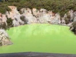 """""""Baia Diavolului"""" din Noua Zeelandă - un lac de care ar fi bine să staţi departe..."""
