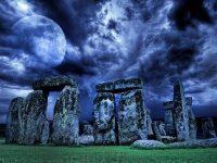 Monumentul antic de la Stonehenge ar putea fi sub influenţa planetei Saturn? Aici se găsesc particule de energie cu o viteză foarte mare, la fel ca într-un accelerator modern de particule?